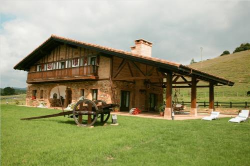 fachada 1 agroturismo lezamako etxe en Vizcaya