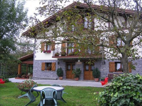 fachada 1 agroturismo Añarre Zarra en Gipuzkoa