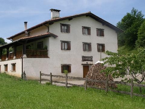 fachada agroturismo Borda en Gipuzkoa