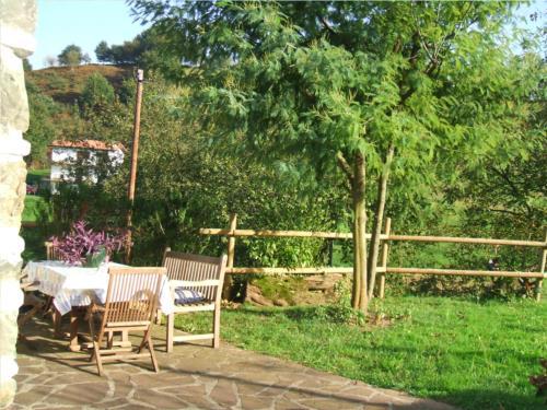 terraza agroturismo ugarte en gipuzkoa