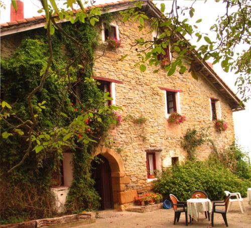 facade farm house Sarasola-Zahar in Gipuzkoa