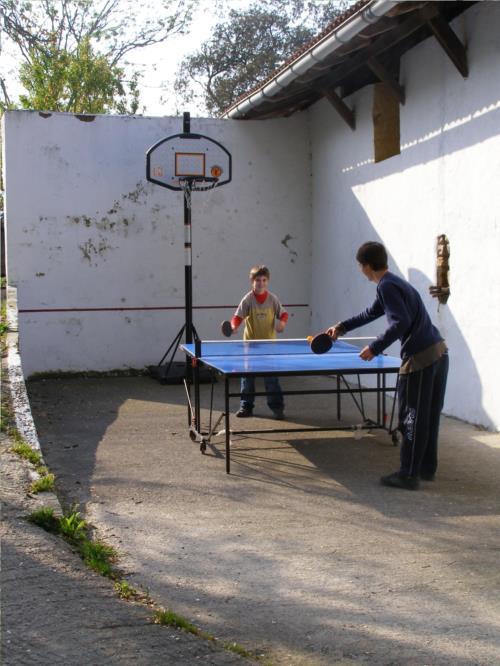 mahai-tenisa nekazalturismoa Sarasola-Zahar Gipuzkoan