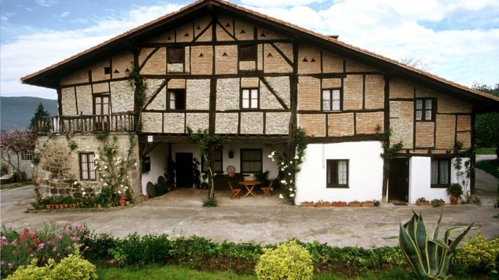 fachada 1 casa rural Ozollo en Bizkaia