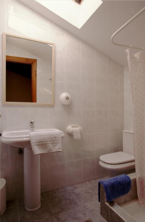bathroom farm house amalur in Gipuzkoa