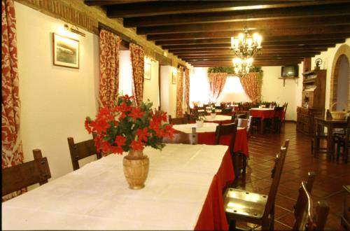 dining room 1 farm house adela etxea in Alava