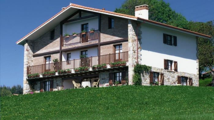 Fachada casa rural Gane en Bizkaia