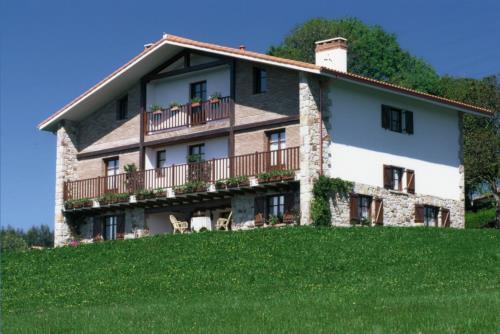 Fachada 1 casa rural Gane en Bizkaia