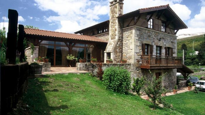 Fachada casa rural Erdikoetxe en Bizkaia