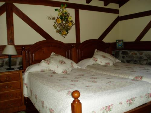 Habitación doble 1 casa rural Erdikoetxe en Bizkaia