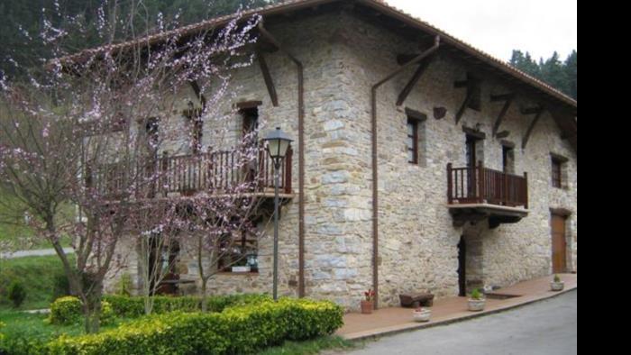 fachada casa rural goikoetxe en Vizcaya