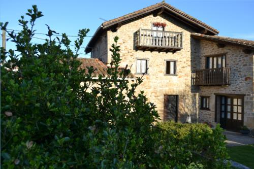 facade 2 farm house gorbea bide in Alava