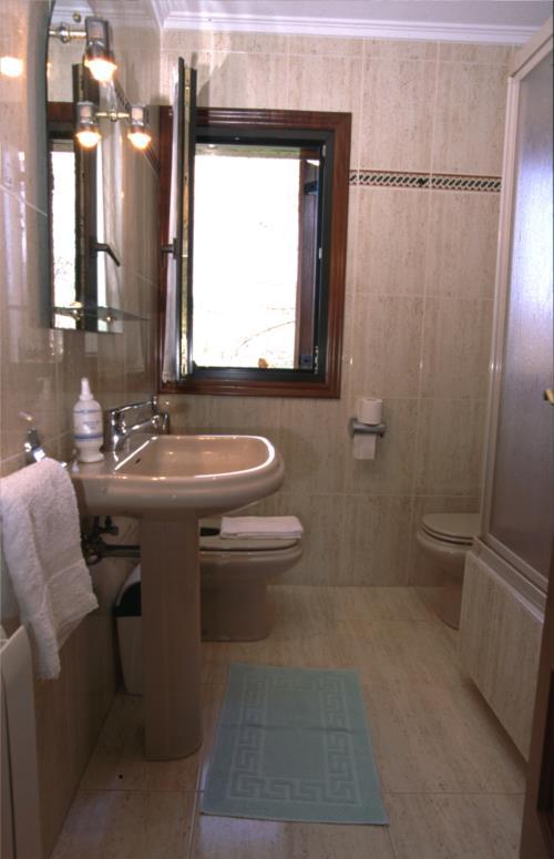 bathroom farm house agerresoro haundi in Gipuzkoa