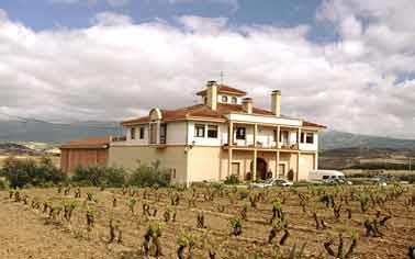 fachada agroturismo señorío de las viñas en Alava