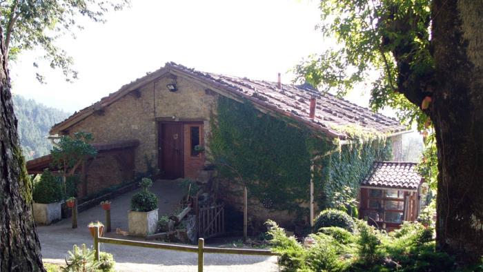 fachada agroturismo Pagorriaga en Gipuzkoa
