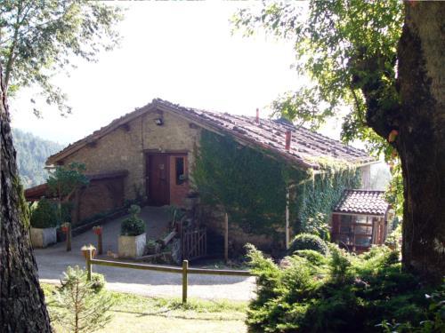 fachada 1 agroturismo Pagorriaga en Gipuzkoa