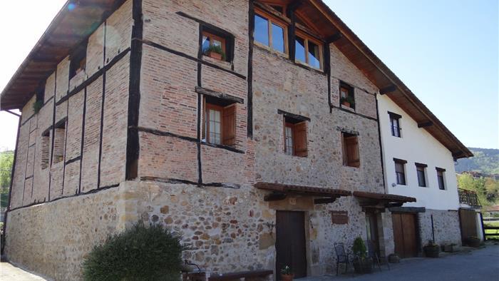 fachada agroturismo Ondarre en Gipuzkoa