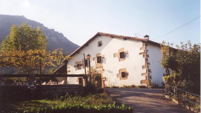 fachada 1 casa rural Mitarte Garai en Gipuzkoa