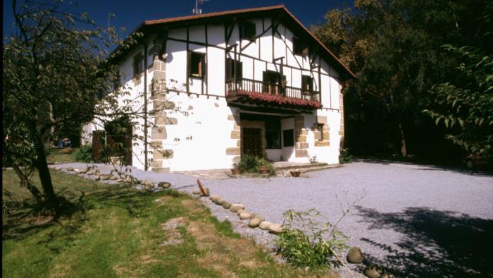 fachada 2 casa rural Endara en Gipuzkoa