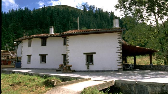 fachada casa rural Eleizondo en Gipuzkoa