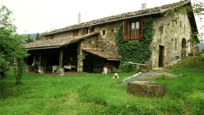 fachada casa rural imitte en Vizcaya