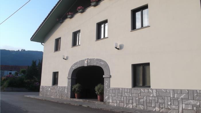 fachada agroturismo orubixe en Vizcaya