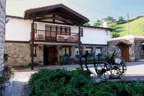facade farm house artiketxe in Bizkaia