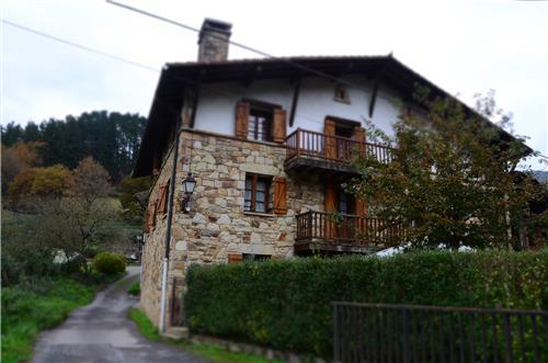 fachada 1 casa rural angoitia en Vizcaya