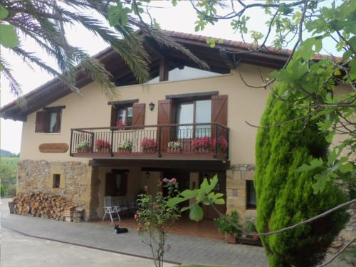 fachada 4 agroturismo Erretegi Haundi en Gipuzkoa