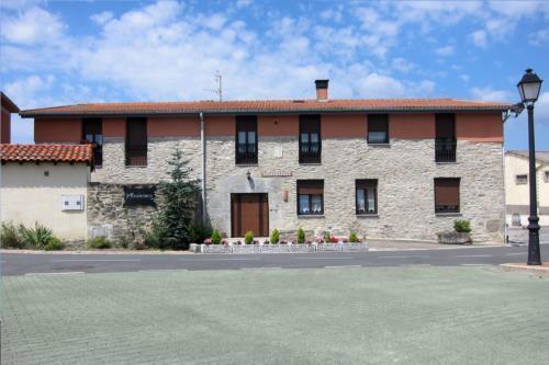 facade 2 farm house abaienea in Alava