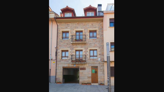 fachada casa rural Urkiola Enea en Alava
