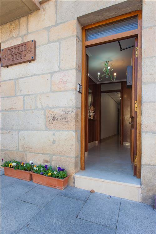 entrada casa rural Urkiola Enea en Alava