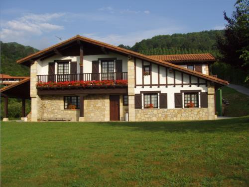 facade farm house artizarra in Gipuzkoa