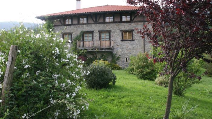 fachada casa rural ametzola en Vizcaya