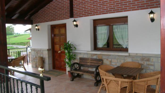 Porche casa rural Arriortua en Bizkaia