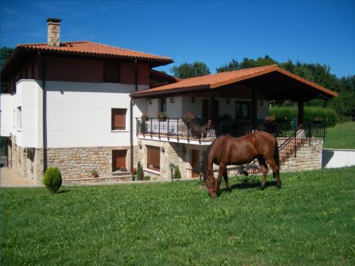 Fachada casa rural Arriortua en Bizkaia