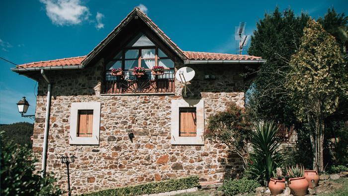 fachada casa rural urrezko ametsa en Vizcaya