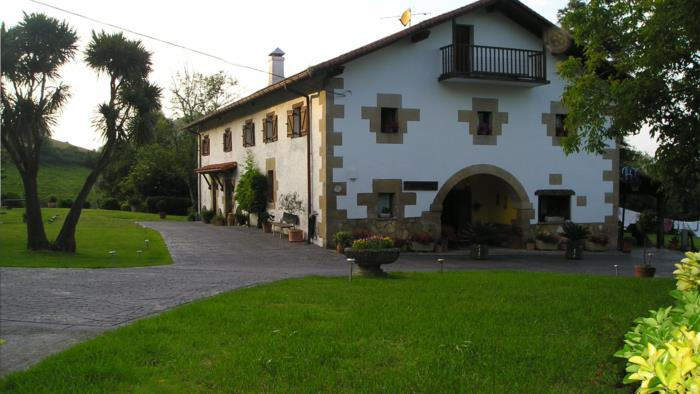 fachada casa rural Iragorri en Gipuzkoa