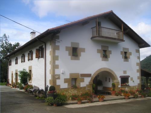 fachada 1 casa rural Iragorri en Gipuzkoa