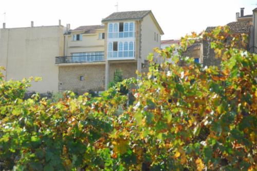 fachada casa rural vinea et oliva en Alava