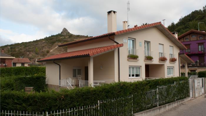 fachada casa rural gesaltza etxea en Alava