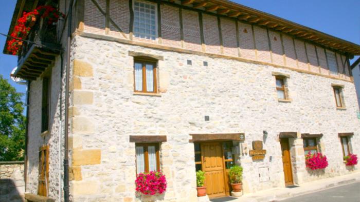 fachada casa rural Zadorra Etxea en Alava