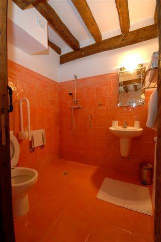 bathroom country house zadorra etxea in Alava