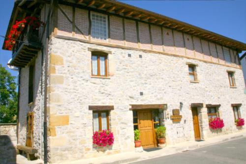 fachada 1 casa rural Zadorra Etxea en Alava