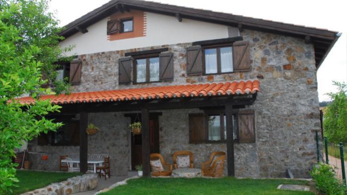 fachada casa rural altuena en Vizcaya
