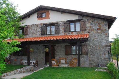 facade country house altuena in Bizkaia