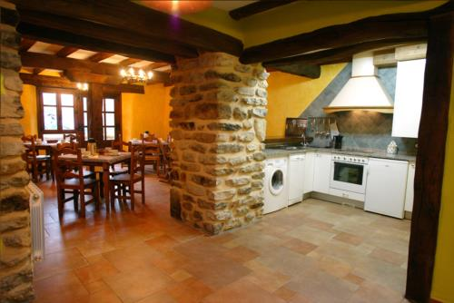 kitchen country house aitzkomendi in Alava