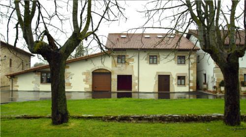 facade 1 country house aitzkomendi in Alava