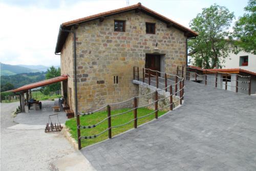 fachada 2 agroturismo Abeta Zaharra en Gipuzkoa