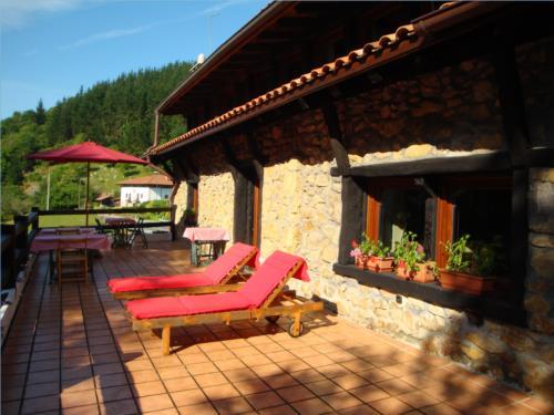 terraza casa rural Txopebenta en Bizkaia