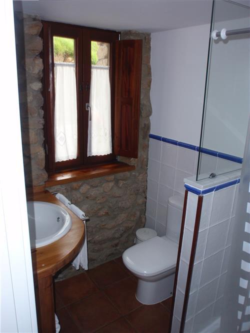 Baño de habitacion Ogoño Mendi